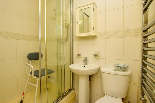 En-Suite of Balcombe Road, Pound Hill, Crawley, West Sussex RH10
