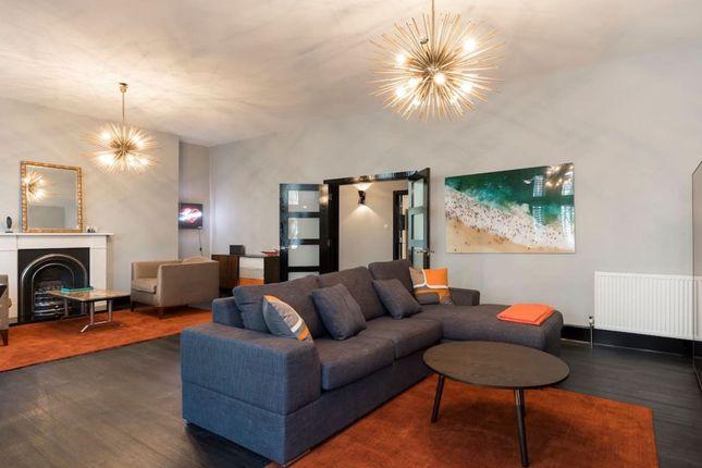 Serviced flat to rent in Bickenhall Street, London W1U