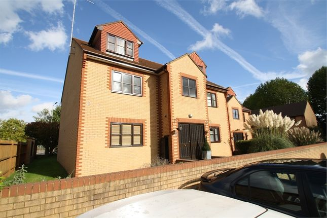 1 bed flat to rent in Avenue Road, Staines-Upon-Thames, Surrey