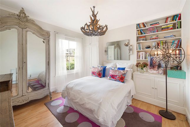 Bedroom of Henning Street, London SW11