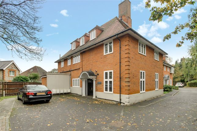 1 bed flat to rent in London Road South, Merstham, Redhill