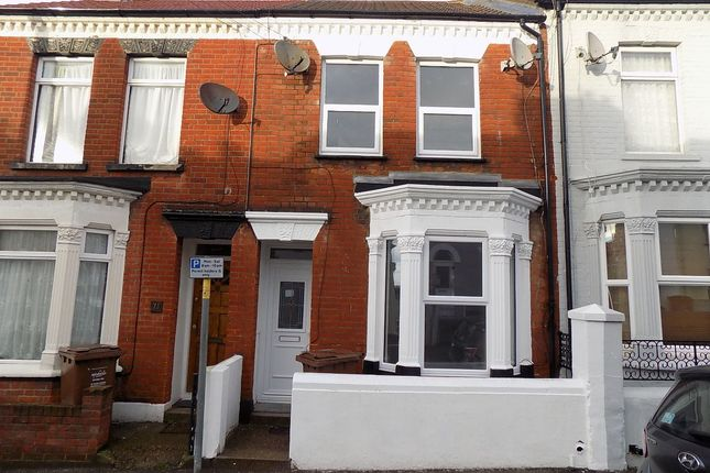3 bed terraced house to rent in Burnt Oak Terrace, Gillingham
