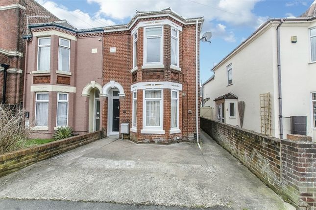 Thumbnail Flat to rent in Desborough Road, Eastleigh, Hampshire