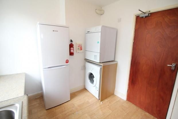 3 bed flat to rent in Mundy Place, Cathays, Cardiff CF24