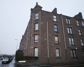 2 bed flat to rent in Clepington Road, Dundee