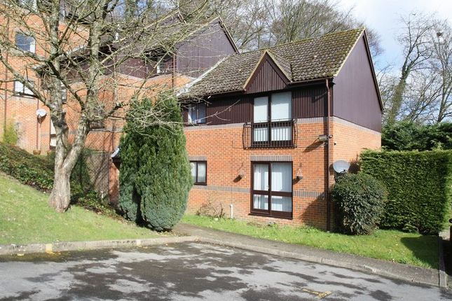 Thumbnail Flat to rent in Edmunds Gardens, High Wycombe