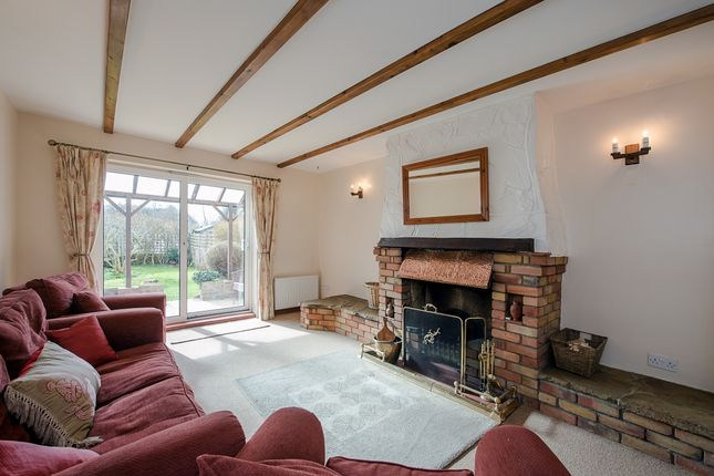 Thumbnail Cottage to rent in Hedsor Road, Bourne End