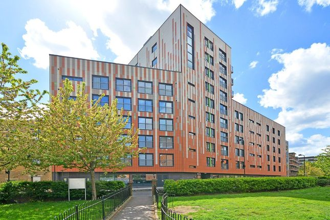 Thumbnail Flat for sale in Cresset Road, London