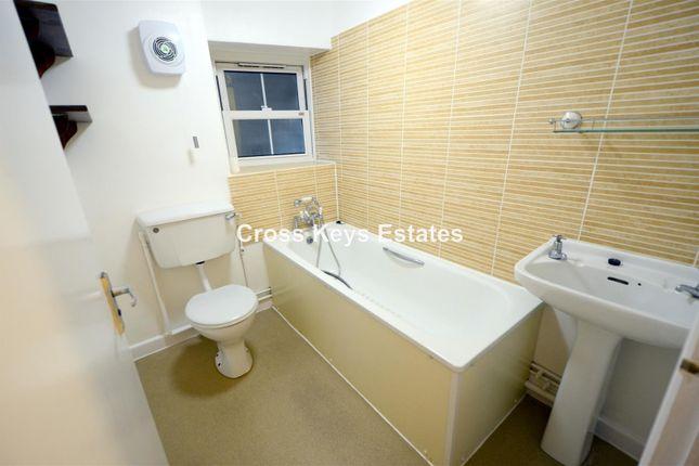 Bathroom of Arundel Crescent, Plymouth PL1