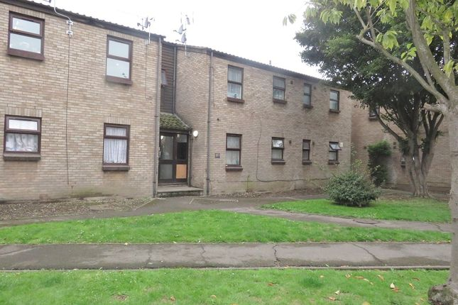 Flat to rent in Gloucester Court, Tilbruy