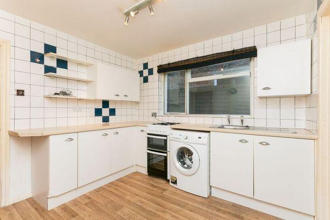 2 bed terraced house to rent in Western Road, Aldershot