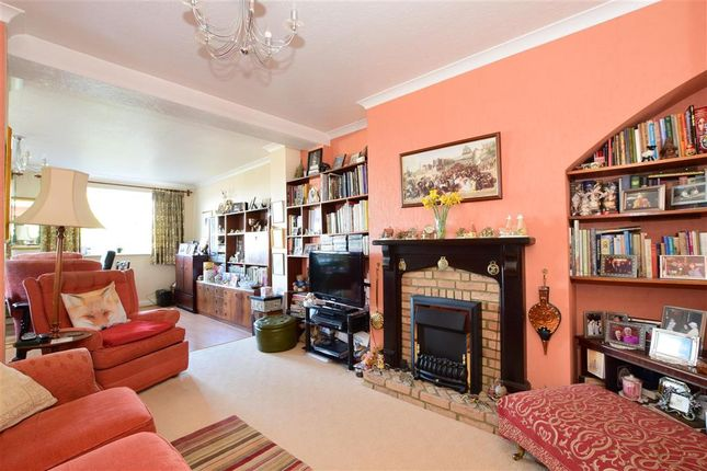 Family Room of Brinklow Crescent, London SE18
