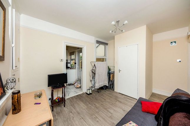 Terraced house to rent in York Road, Canterbury