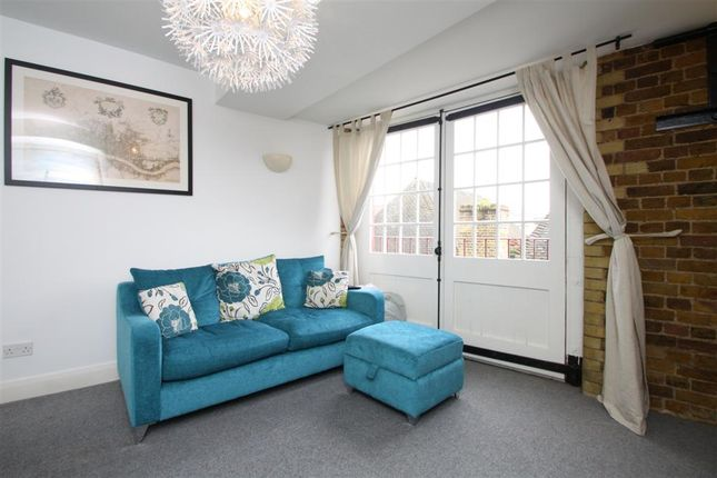 Thumbnail Flat to rent in Dundee Court, 73 Wapping High Street, London