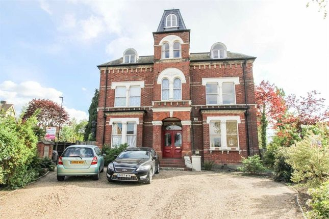 Thumbnail Flat to rent in Birdhurst Road, South Croydon, Surrey