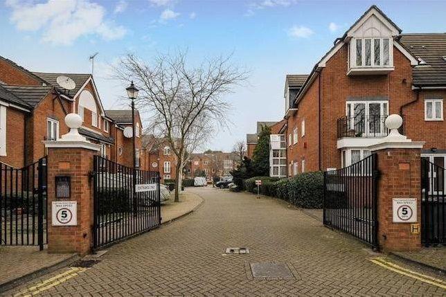 Thumbnail Flat to rent in Honeyman Close, London