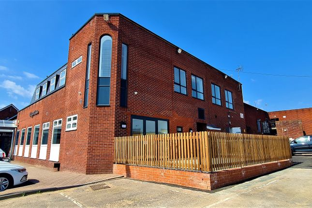 2 bed flat to rent in Ladygate Centre, Wickford, Essex SS12