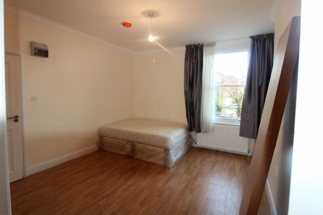 Thumbnail Studio to rent in Hilltop Road, London