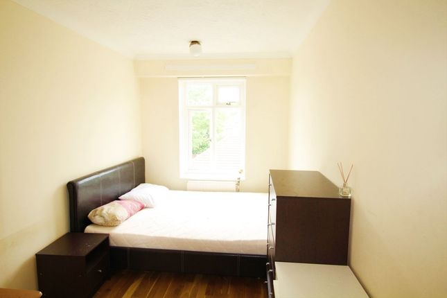 Thumbnail Flat to rent in Southend Close, London