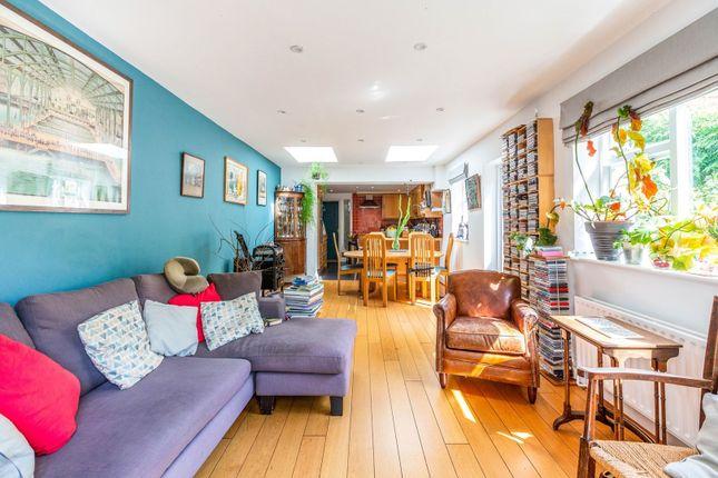Open Plan Living of Park Avenue, London N22
