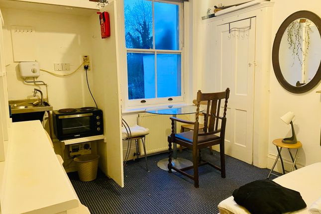 Thumbnail Room to rent in Umfreville Road, London
