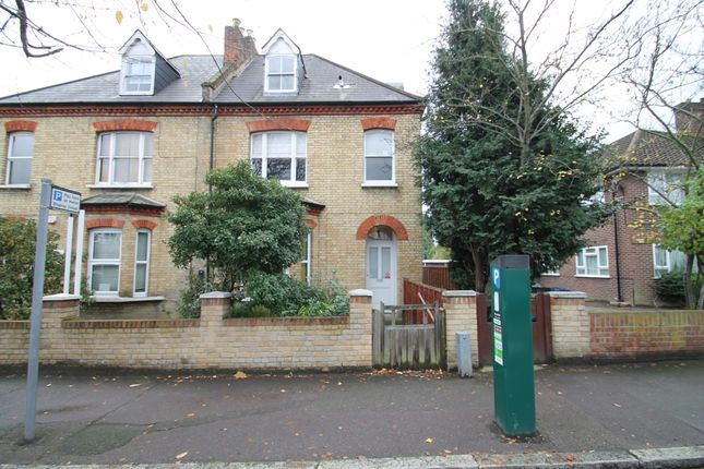 2 bed flat to rent in Bedfrod Road, South Woodford