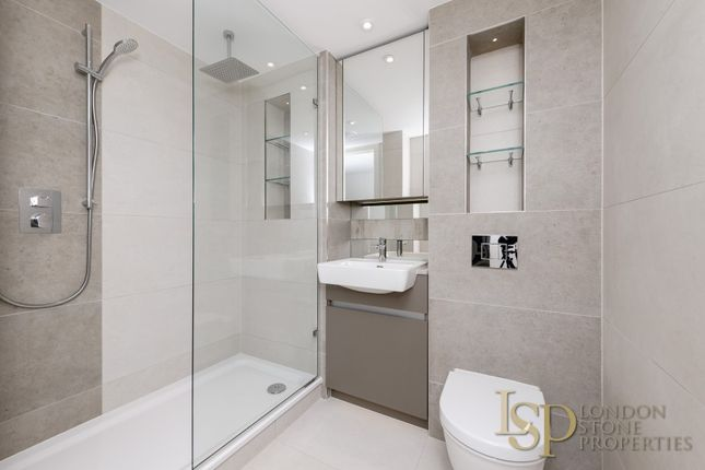 Bathroom of Duke Of Wellington Avenue, London SE18