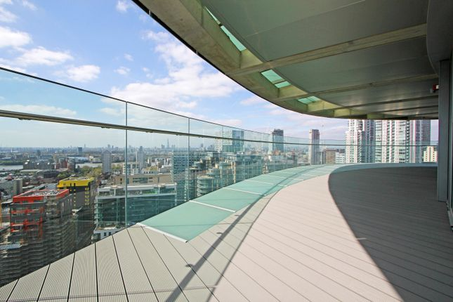 Thumbnail Flat to rent in Arena (Baltimore) Tower, 25 Crossharbour Plaza, Canary Wharf