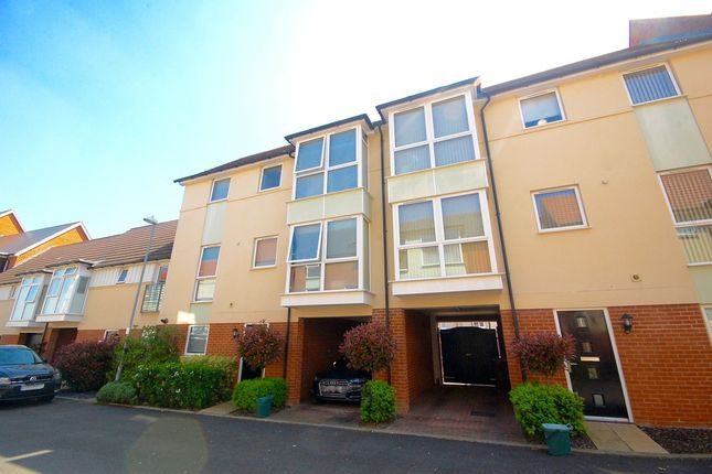 Thumbnail Town house for sale in Montfort Drive, Chelmsford