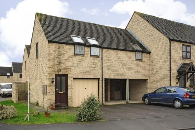 Thumbnail Flat to rent in Deer Park, Witney