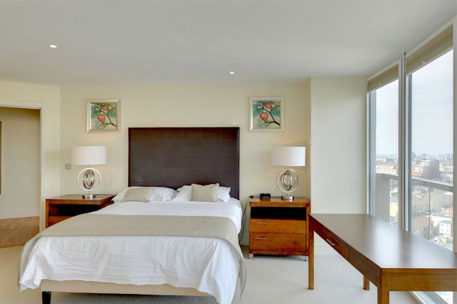 Thumbnail Flat for sale in Trinity Tower, 28 Quadrant Walk, Canary Wharf, London