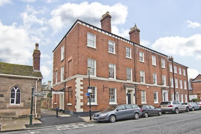 4 bedroom semi-detached house to rent in Castle Street, Hereford