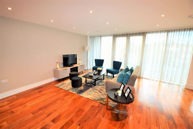 Thumbnail Flat to rent in Flower Lane, London