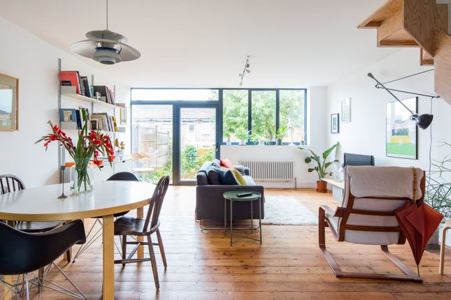Thumbnail Town house to rent in Honiton Gardens, Gibbon Road, London
