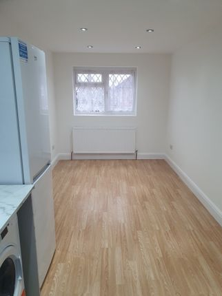 Thumbnail Flat to rent in New Close, Feltham