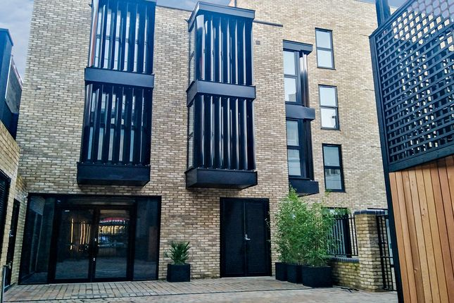 Office to let in The Tramshed, 45A Goldhawk Road, Shepherds Bush