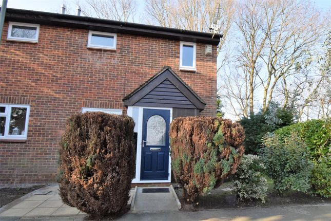 Thumbnail Property for sale in Hawkswell Walk, Woking