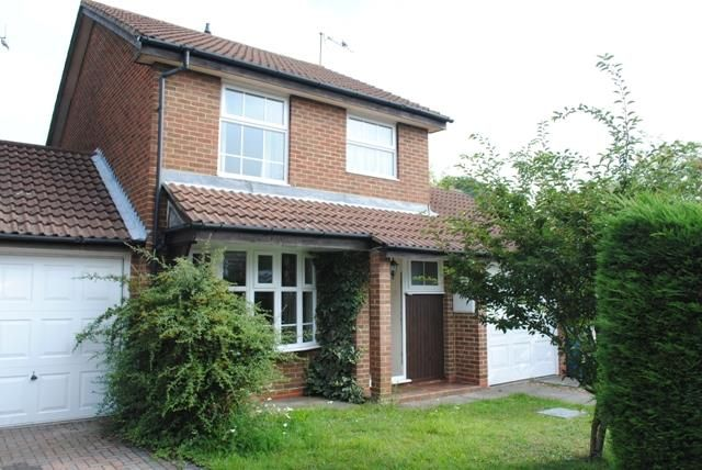 3 bed detached house to rent in Oliver Road, Ascot