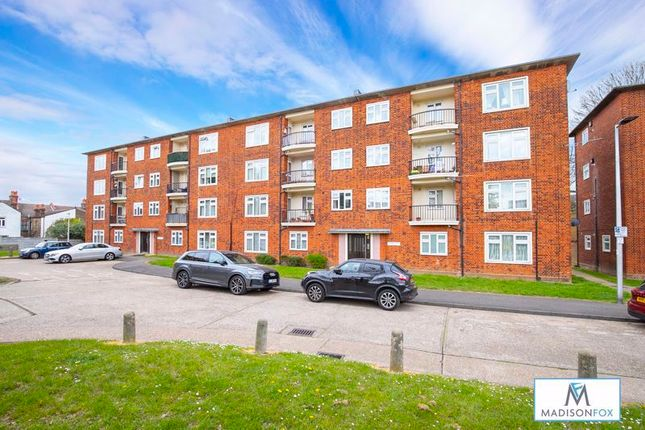 3 bed flat for sale in Priory Close, Churchfields, London E18