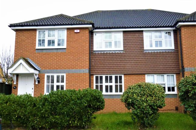 2 bed flat to rent in Dudley Close, Chafford Hundred, Grays RM16