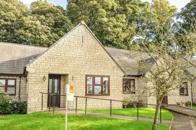Thumbnail Bungalow for sale in Shepard Way, Chipping Norton