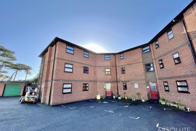 1 bed flat for sale in Highcliff Court, Dawlish, Devon. EX7