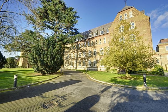 2 bed flat for sale in Borough Road, Isleworth