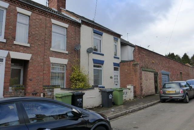 4 bed property to rent in Avenue Road, Wellingborough NN8