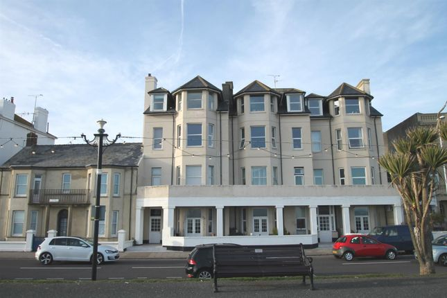 2 bed flat to rent in Marine Parade, Worthing
