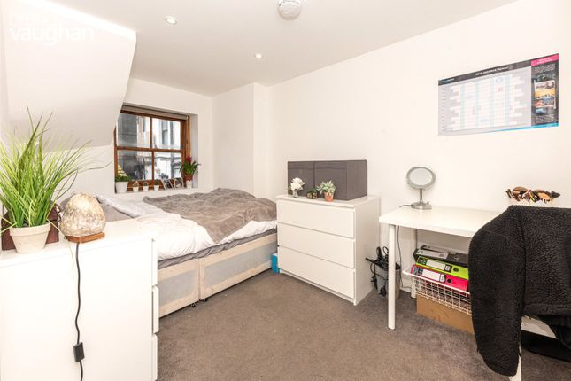 5 bed terraced house to rent in South Street, Brighton, East Sussex BN1