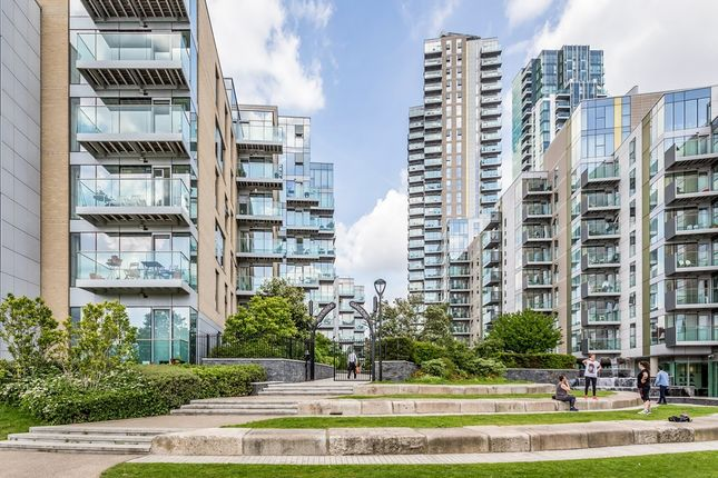 Thumbnail Flat for sale in Woodberry Grove, London