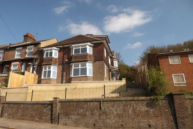 2 bed flat to rent in Hitchin Road, Luton