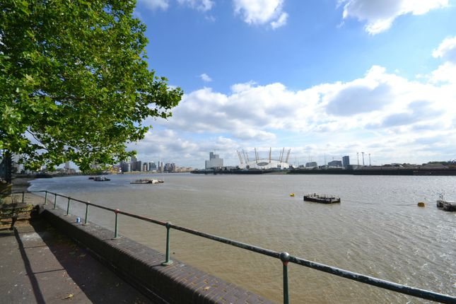 Thumbnail Terraced house to rent in Amsterdam Road, Canary Wharf