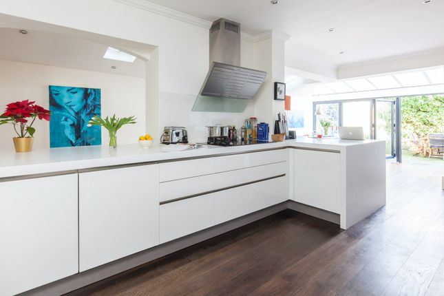Thumbnail Town house to rent in Ballingdon Road, London